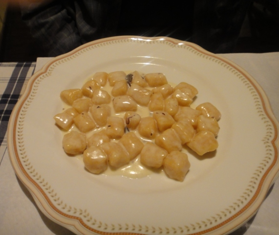 10-4-10%20Locanda%20Nel%20Cassero%20-%20Pumpkin%20and%20Potato%20Gnocchi%20with%20Truffle%20Sauce.jpg