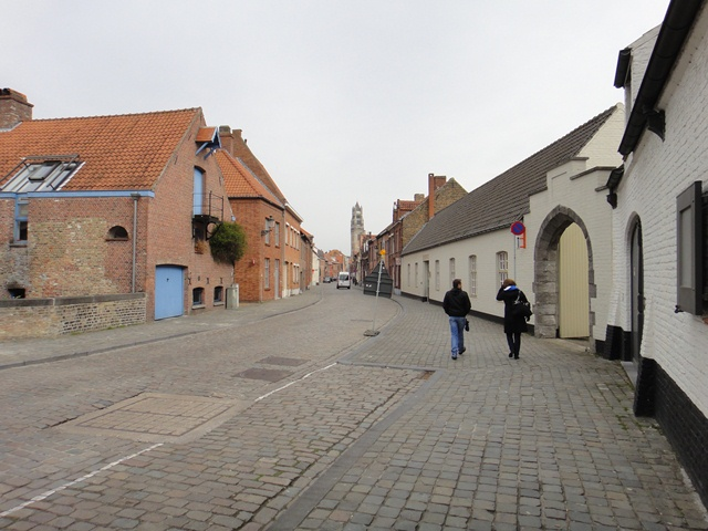 Brugge%20-%20walking%20from%20train%20station.JPG