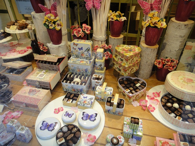 Brugge%20chocolate%20shop%201.JPG